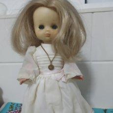 Muñecas Lesly de Famosa: LESLY PRIMERA COMUNIÓN AÑOS 70,FALTA EL VELO. Lote 246013005
