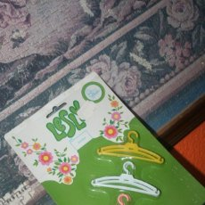 Muñecas Lesly de Famosa: BLISTER MUÑECA LESLY PERCHAS. Lote 246107890