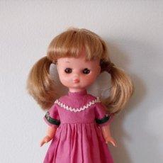 Muñecas Lesly de Famosa: LESLY IRIS ARONA FOLK. Lote 248207485