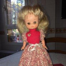 Muñecas Lesly de Famosa: MUÑECA LESLY - CON CONJUNTO DE GALA - AÑOS 70 - FAMOSA - ONIL ( ALICANTE ). Lote 257867025
