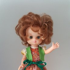Muñecas Lesly de Famosa: LESLY 10 PECAS CONJUNTO CARAMELOS. Lote 261359490
