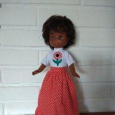 Muñecas Lesly de Famosa: MUÑECA LESLY NEGRA MODELO ORLEANS. Lote 261889510