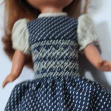 Muñecas Lesly de Famosa: VESTIDO ORIGINAL MUÑECA LESLY PASEO BUEN ESTADO. Lote 269224003