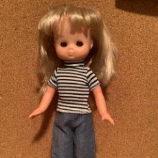 Bambole Lesly di Famosa: LESLY AÑOS 80 CON MODELO BENIDORM. Lote 278618603