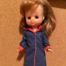 Muñecas Lesly de Famosa: GABARDINA VÁLIDA PARA LESLY. Lote 278827173