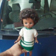 Muñecas Lesly de Famosa: MUÑECA LESLY NEGRA MIREN FOTOS. Lote 279335748