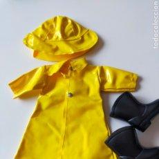 Muñecas Lesly de Famosa: MUÑECA LESLY CONJUNTO CHUBASQUERO LLUVIA. Lote 289510773