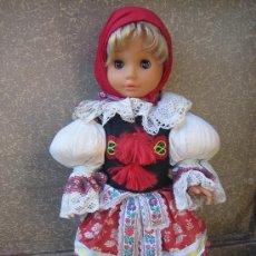 Muñecas Modernas: MUÑECA CON VESTIDO FOLK CREO QUE DE HUNGRIA HACIA 1970.. Lote 27404922