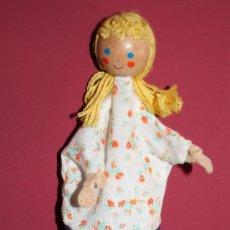 Muñecas Modernas: TITERE DE MADERA Y TELA. Lote 26626868