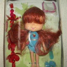 Muñecas Modernas: TARTA DE FRESA,FELICES VACACIONES,AÑO 2006,CAJA ORIGINAL,A ESTRENAR. Lote 26096371