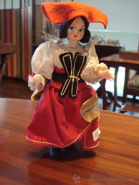 MUÑECA CON TRAJE REGIONAL (Juguetes - Muñeca Extranjera Moderna - Otras Muñecas)