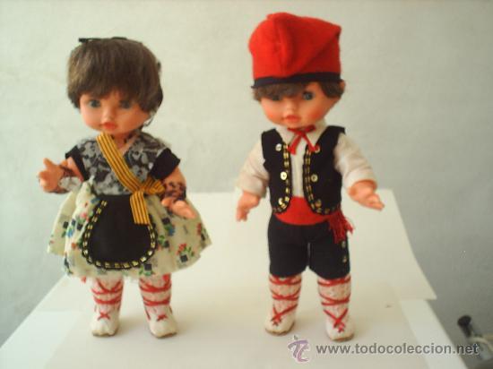 c7223839878c2 pareja de muñecos con traje regional cataluña