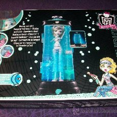 Muñecas Modernas: MUÑECA LAGOONA BLUE CON HIDROCAPSULA LUMINOSA MONSTER HIGH NUEVA. Lote 40190720