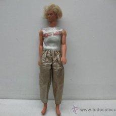 Muñecas Modernas: MATTEL -MUÑECO CON VESTIDO MODERNO. Lote 30599065
