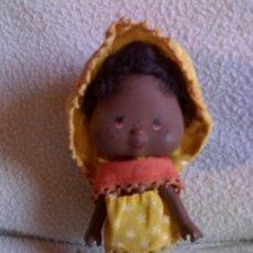 Muñecas Modernas: MUÑECA ANTIGUA TARTA DE FRESA NEGRITA COMPLETA DE ORIGEN AÑO 81. Lote 30800778