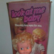 Muñecas Modernas: LOOK AT ME BABY. MUÑECA INGLESA DE PALITOY, EN CAJA ORIGINAL. CON CUERDA.. Lote 33358617