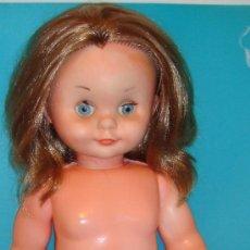 Muñecas Modernas: MUÑECA DE PLÁSTICO DURO CON BRAGUITA AÑOS 50 - 60. Lote 222037781