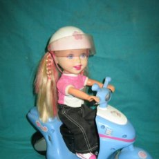 Muñecas Modernas: MUÑECA EN MOTO DE MATTEL 2001. Lote 34816222