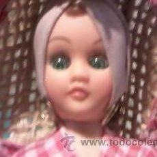 Muñecas Modernas: MUÑECA DE RECUERDO DE FLORIDA CON TRAJE TÍPICO,HECHO SE SACO FLORES Y FRUTAS DE PLÁSTICO.. Lote 35461480