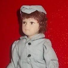 Muñecas Modernas: LOTE HARRODS - MUÑECA DE PORDELANA DE COLECCION - NUEVA. Lote 35721250
