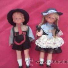 Muñecas Modernas: PRECIOSA PAREJA DE MUÑECAS DE GOMA CON TRAJE TÍPICO DE ALEMANIA.. Lote 36841872