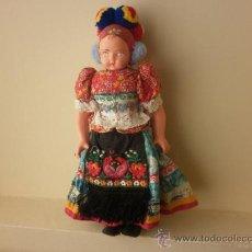 Muñecas Modernas: ANTIGUA MUÑECA VESTIDA CON TRAJE REGIONAL. Lote 37372470