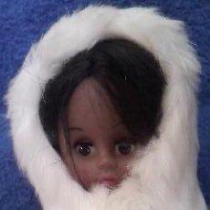 Moderne Puppen - Preciosa muñeca mulata,esquimal con traje de cuero y pelo original. Canadá. - 37568085