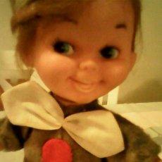 Muñecas Modernas: ANTIGUO MUÑEQUITO VESTIDO A ROBIN DE LOS BOSQUES MADE JAPAN.LAS ROPAS SON ORIGINALES. Lote 39471307