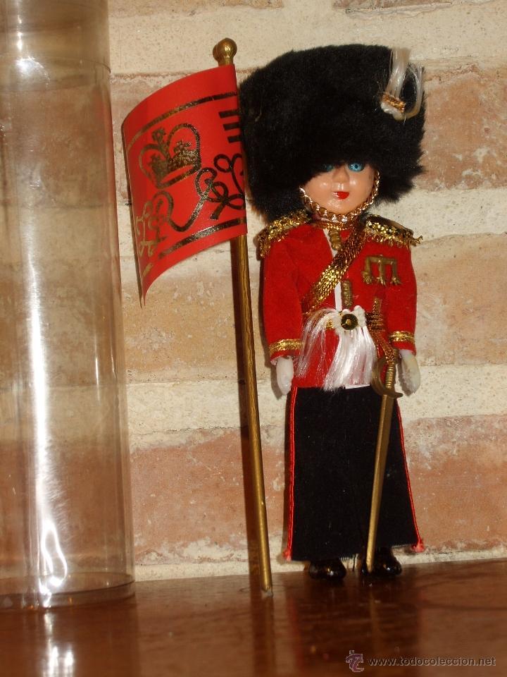 Muñecas Modernas: ANTIGUO MUÑECO DE CELUL0IDE GUARDIA REAL INGLESA - Foto 3 - 40977317