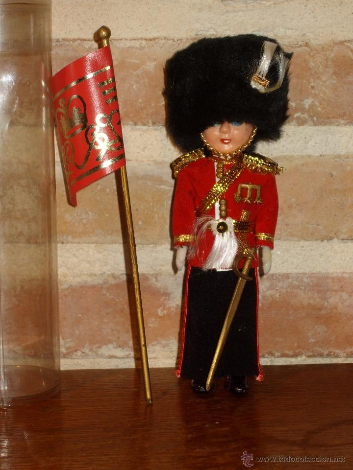 Muñecas Modernas: ANTIGUO MUÑECO DE CELUL0IDE GUARDIA REAL INGLESA - Foto 4 - 40977317