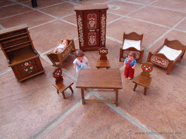 Lote de 3 muñecas de goma y muebles de madera 46663ef9c29