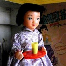 Muñecas Modernas: MUÑECA ANNIE SERVING TEA HECHA EN CHINA. Lote 47706923