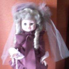 Muñecas Modernas: PRECIOSA MUÑECA ITALIANA VESTIDO Y SOMBRILLA ORIGINAL DE FURGA .ITALO CREMONA .AÑOS 70. Lote 47936426