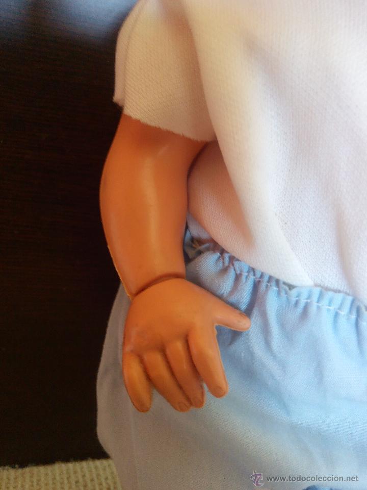 Muñecas Modernas: antiguo muñeco bebe de plastico duro,manos giratorias.cuerpo y cabeza mas blando. Años 60/70 - Foto 4 - 49098035