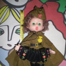Muñecas Modernas: GRACIOSA MUÑECA MILITAR CON ACORDEÓN COMPLETA DE ORIGENES DE RUSSIA AÑOS 70/80. Lote 50640595