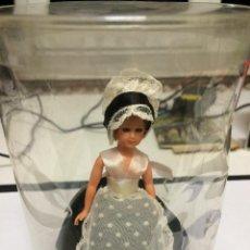 Muñecas Modernas: MUÑECA DE SOUVENIR . Lote 53031814