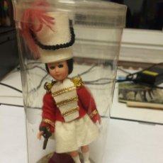 Muñecas Modernas: MUÑECA DE SOUVENIR. Lote 53032268