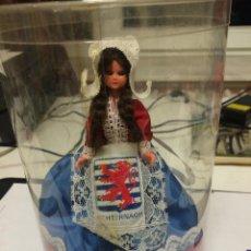 Muñecas Modernas: MUÑECA DE SOUVENIR. Lote 53032343