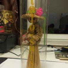 Muñecas Modernas: MUÑECA DE SOUVENIR. Lote 53032438