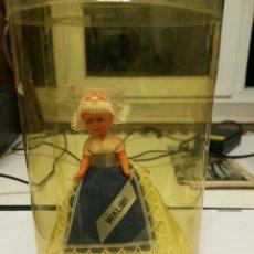 Muñecas Modernas: MUÑECA DE SOUVENIR. Lote 53032447