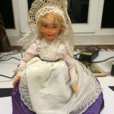 Muñecas Modernas: MUÑECA DE SOUVENIR. Lote 53032492