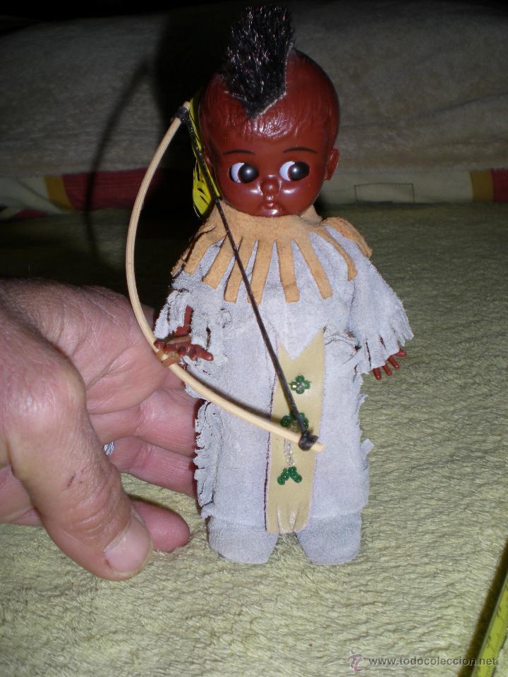 PRECIOSO MUÑECO AMERICANO KEWPIE NEGRITO DE MOHICANO O CHEROKEES HECHO VINILO DE ORIGEN COMO NUEVO (Juguetes - Muñeca Extranjera Moderna - Otras Muñecas)