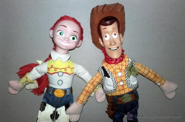 Muñecas Modernas  MUÑECO Y MUÑECA ORIGINALES PELICULA TOY STORY JESSIE Y  WOODY VAQUERO MUÑECOS DISNEY 2f5faa87473