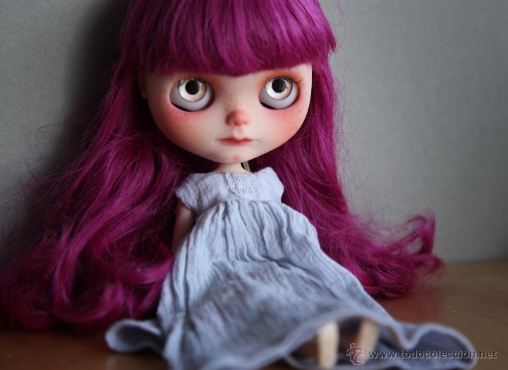 Muñecas Modernas: Preciosa y original OOAK Blythe art doll customizada y única con 2 vestidos y caja - Foto 3 - 55012841