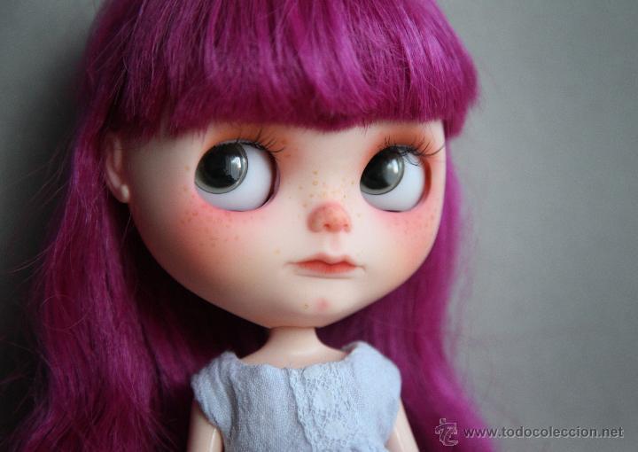 Muñecas Modernas: Preciosa y original OOAK Blythe art doll customizada y única con 2 vestidos y caja - Foto 5 - 55012841