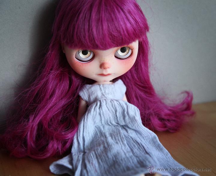 Muñecas Modernas: Preciosa y original OOAK Blythe art doll customizada y única con 2 vestidos y caja - Foto 9 - 55012841