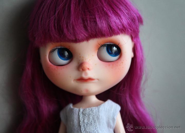 Muñecas Modernas: Preciosa y original OOAK Blythe art doll customizada y única con 2 vestidos y caja - Foto 10 - 55012841