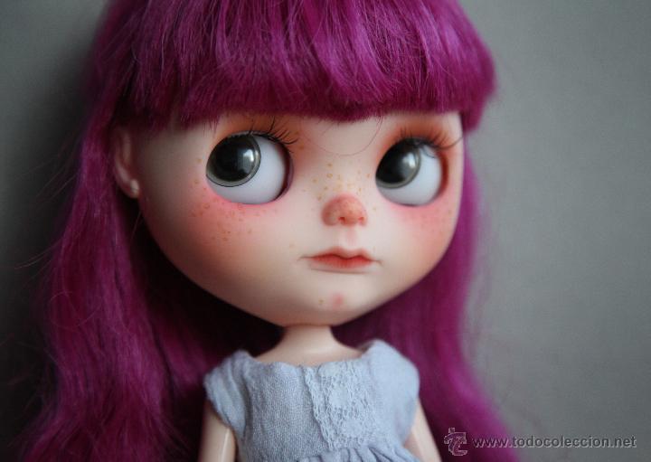 Muñecas Modernas: Preciosa y original OOAK Blythe art doll customizada y única con 2 vestidos y caja - Foto 15 - 55012841