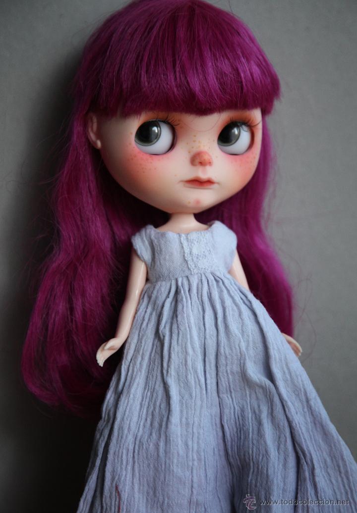 Muñecas Modernas: Preciosa y original OOAK Blythe art doll customizada y única con 2 vestidos y caja - Foto 17 - 55012841