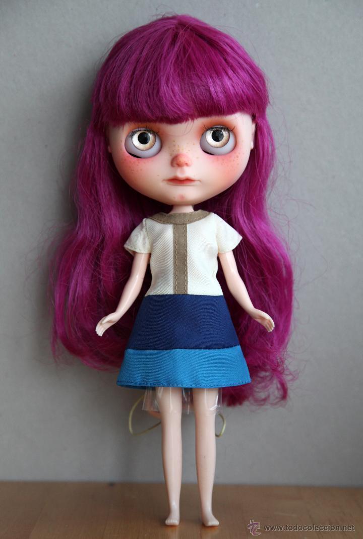 Muñecas Modernas: Preciosa y original OOAK Blythe art doll customizada y única con 2 vestidos y caja - Foto 19 - 55012841